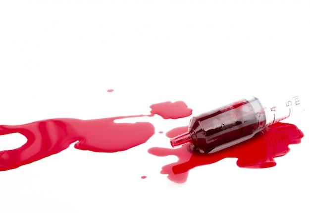 Seringue avec du sang