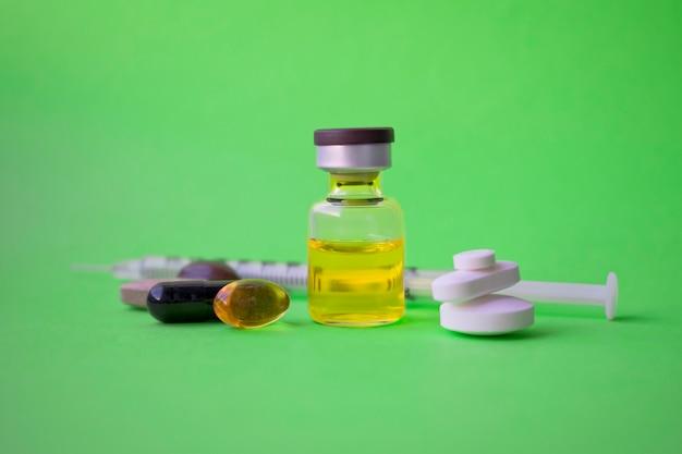 Seringue, injection médicale. matériel de vaccination de médecine avec une aiguille. infirmière ou médecin.