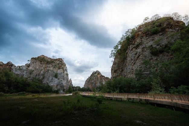 Serpent montagne et rivière.