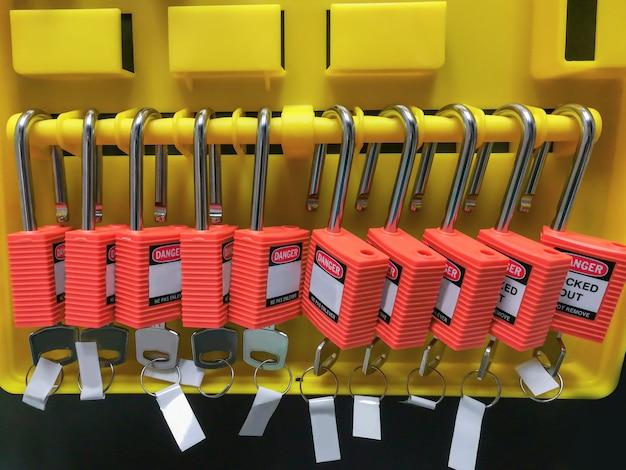 Serrure à clé rouge et étiquette pour le processus coupée électrique, étiquette de déconnexion électrique