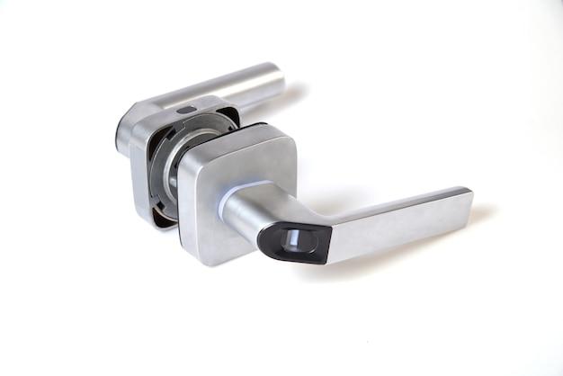 Serrure de porte intelligente sans clé avec empreinte digitale biométrique, serrure de poignée mécanique appropriée pour la maison, l'hôtel, l'appartement, l'école et la porte intérieure isolée sur fond blanc.