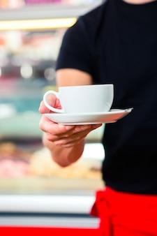 Serveur, café glace