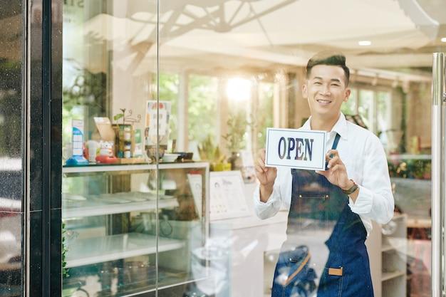 Serveur suspendu signe ouvert