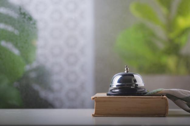 Service de bell au comptoir, appel de service bell avec fenêtre anti-pluie