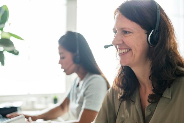 Service client en contact avec le client