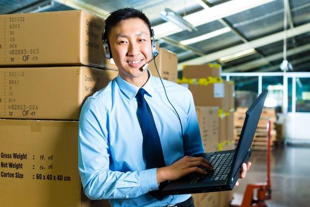Service client dans un entrepôt