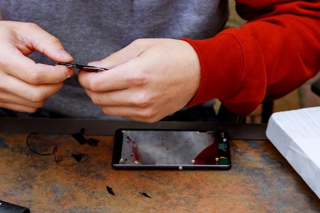 Service d'entretien et de réparation pour smartphone avec vitre brisée
