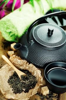 Service à thé asiatique et paramètres du spa