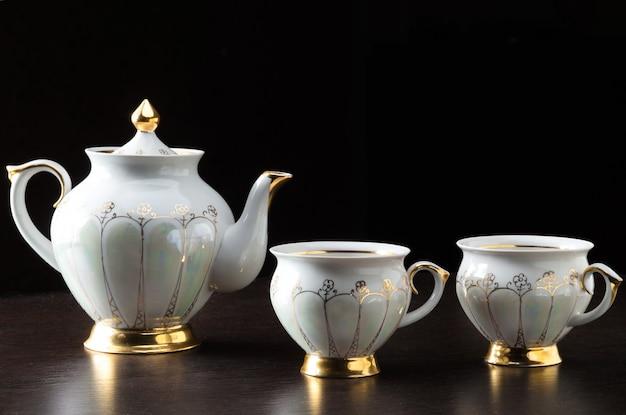 Service à thé blanc élégant