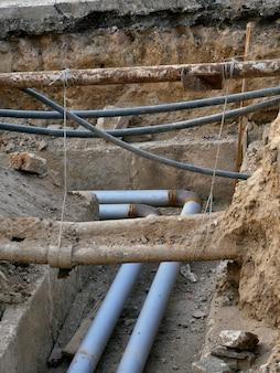 Services publics souterrains, tuyaux excavés dans le sol