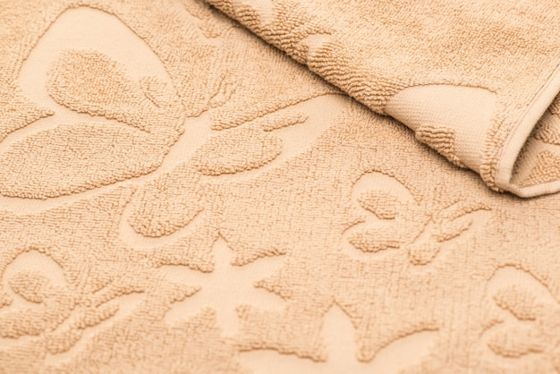 Serviette de bain à motifs papillons. fond de tissu texturé