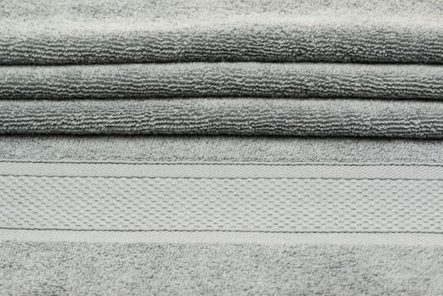 Serviette de bain avec plis. fond de tissu texturé