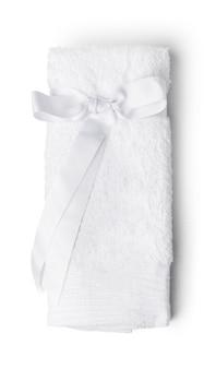 Serviette douce pliée isolé sur fond blanc
