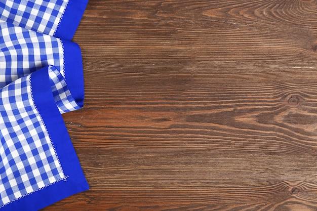 Serviette sur fond en bois