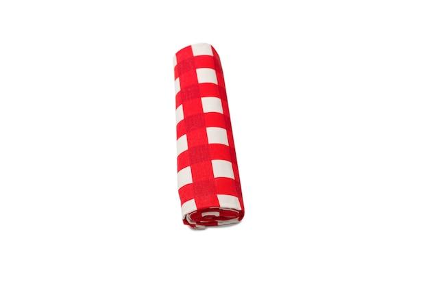 Serviette rouge isolé sur fond blanc. espace de copie.