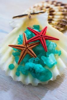 Serviettes de bain et étoiles de mer