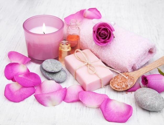 Serviettes de bain avec roses roses