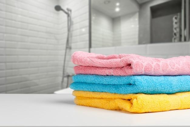 Serviettes colorées assorties