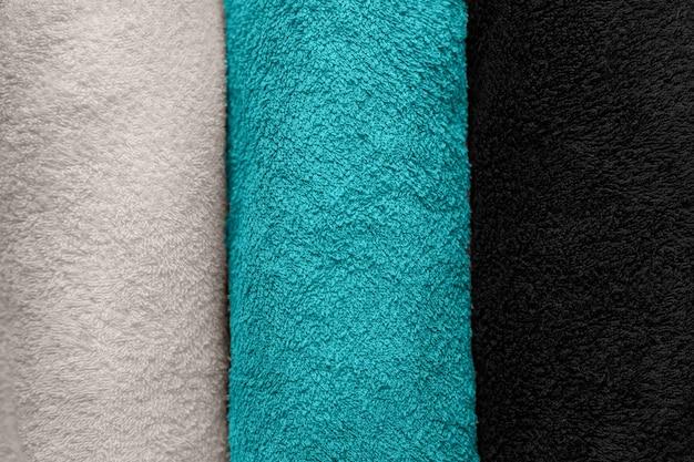 Serviettes multicolores pliées vue de dessus