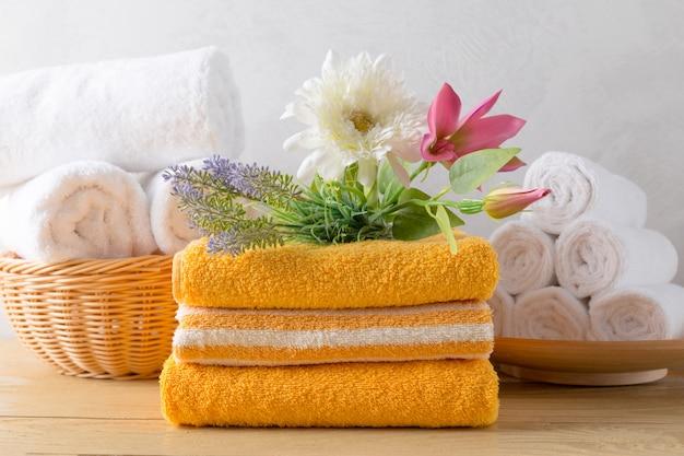 Serviettes rouleau avec fleur