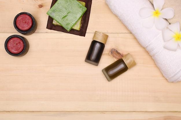 Serviettes, savon, bougies et produits à base d'huile d'aromathérapie