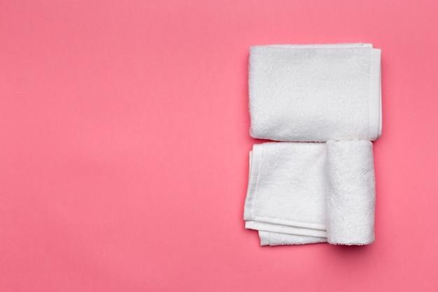 Serviettes de spa, vue de dessus avec fond