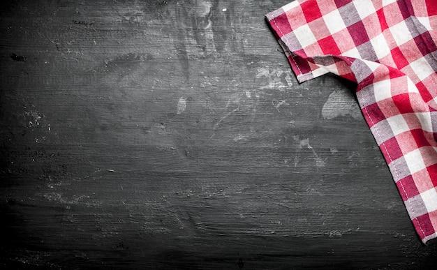 Servir de fond. serviette de table. sur un tableau noir.