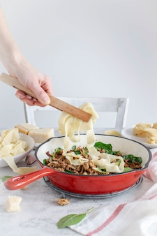 Servir des pâtes faites maison
