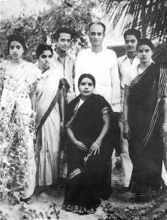 Seshendra avec les parents épouse janaki