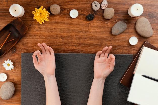 Session de méditation vue de dessus
