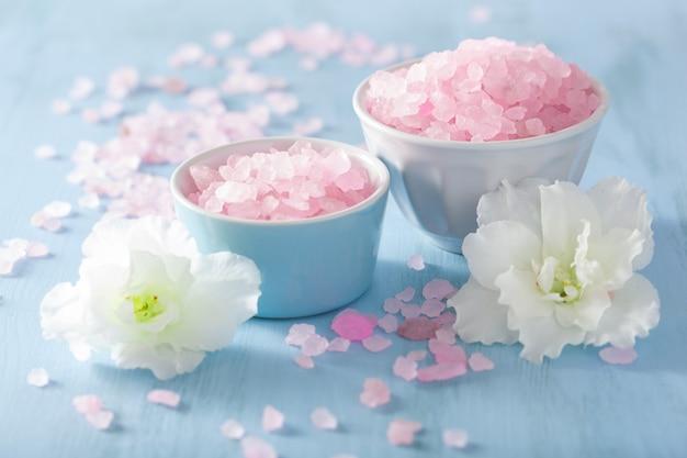 Set d'aromathérapie spa avec fleurs d'azalée et sel aux herbes