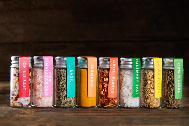 Set d'épices en mini bouteilles