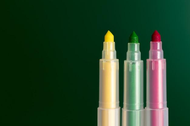 Set de feutres de couleurs différentes