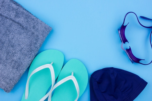 Set de natation - pantoufles, serviette, lunettes de protection, bonnet de bain