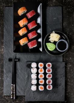 Set de sushi nigiri et petits pains