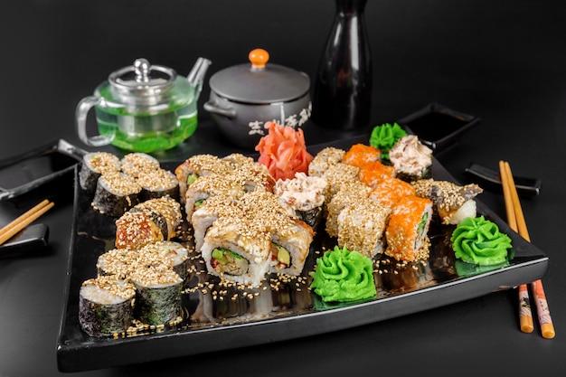 Set de sushi et petits pains