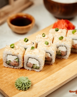 Set de sushi avec wasabi et gingembre 7
