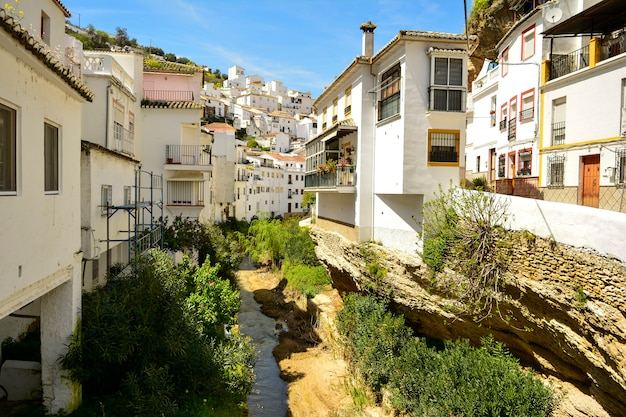 Setenil de las bodegas, village andalou de cadix, espagne