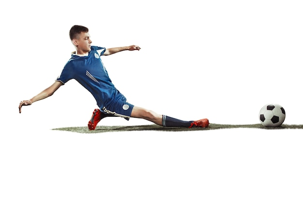 Le seul joueur de football caucasien homme avec ballon isolé sur fond blanc