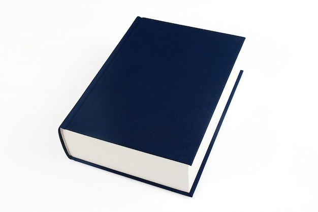 Seul livre bleu marine sur fond blanc