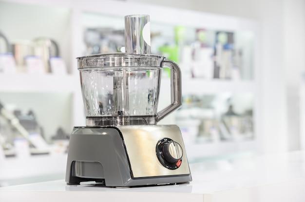 Seul robot culinaire en magasin