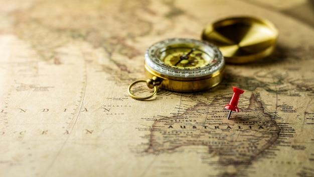 Une seule punaise rouge marquant un emplacement sur la carte de l'australie.