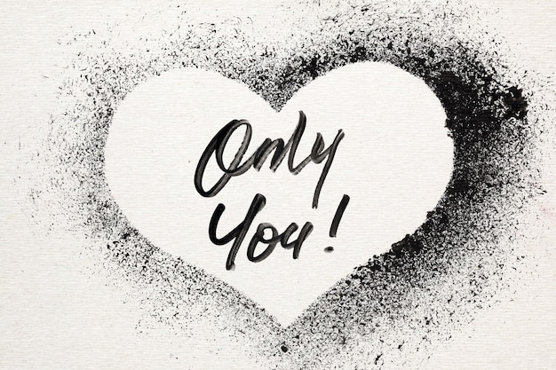 Seulement vous - grunge coeur au pochoir. carte de saint valentin style graffiti