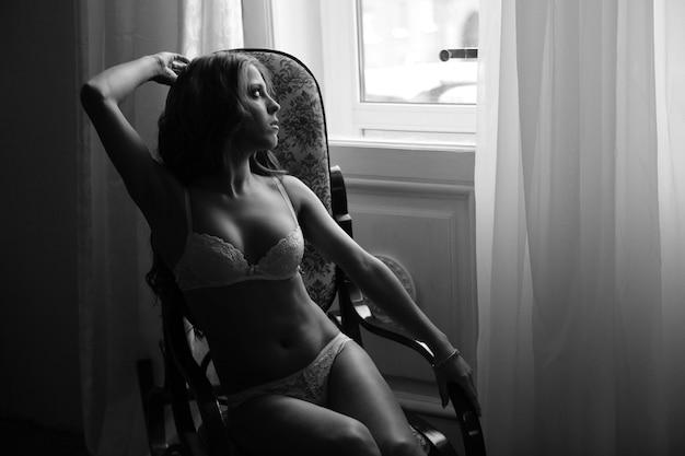 Sexy femme chaude en lingerie