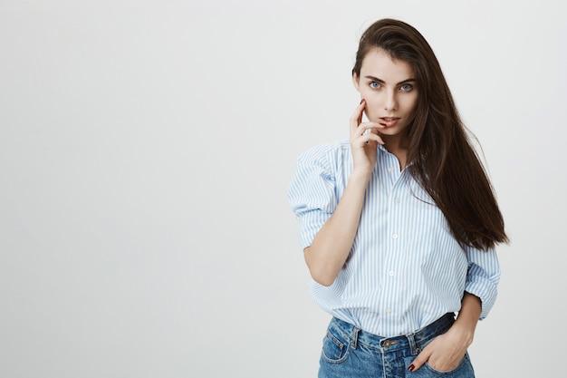 Sexy, jeune femme, regarder, sensuel