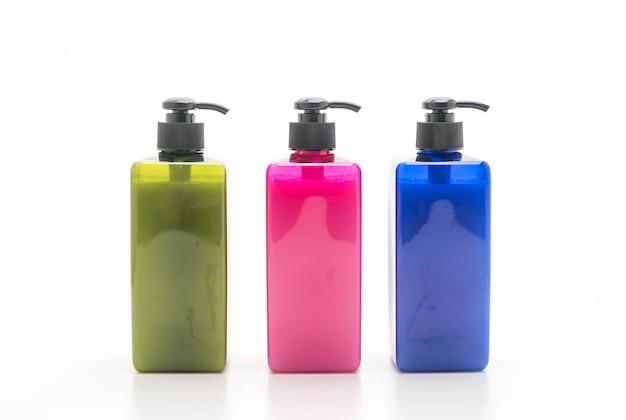 Shampoing ou bouteille de savon sur fond blanc