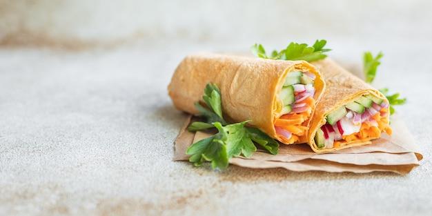 Shaurama doner kebab pain pita remplissage légumes plat bio aliments sains végétarien végétalien ou végétarien