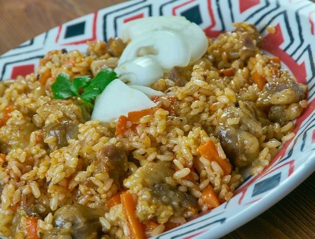 Shavlya - plat de riz ouzbek avec agneau et riz. cuisine d'asie centrale