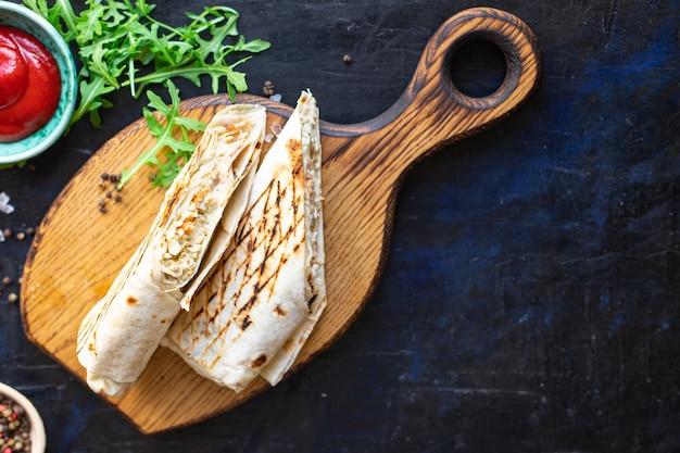 Shawarma doner kebab sandwich rouleau burrito sauce aux légumes menu taco snack à emporter nourriture végétarienne végétarienne