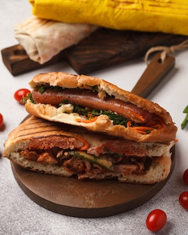 Shawarma à la viande. donateurs. fast food. collation de rue rapide